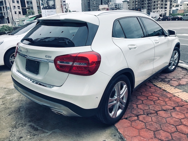 Benz-2015-Benz-GLA220-00015-03