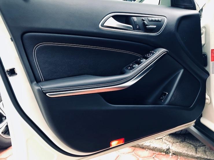 Benz-2015-Benz-GLA220-00015-05