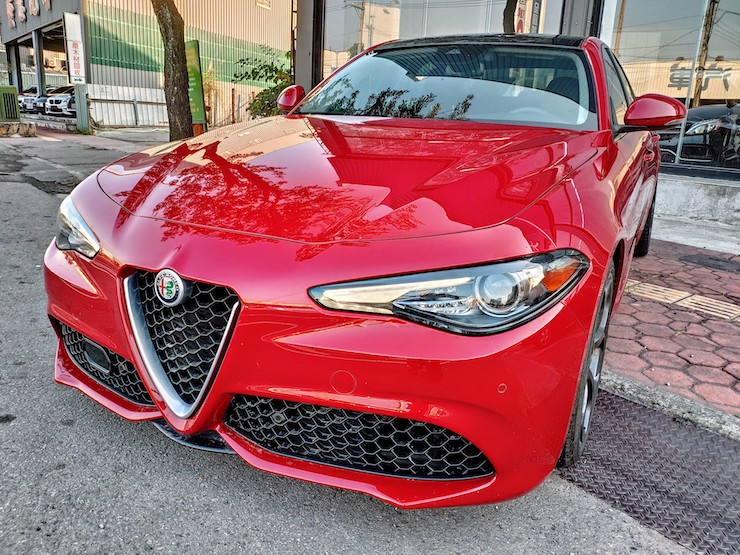 2017-Alfa-Romeo-ACC-Red