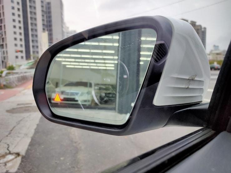 2018 賓士 Benz W205 C300 白 19吋鋁圈+黑岑木 AMG Line