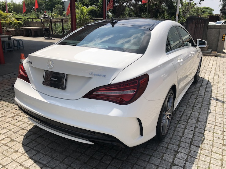 2018 Benz(賓士) C117 CLA250 4MATIC 白 AMG車身造型+12色氣氛燈+CarPlay