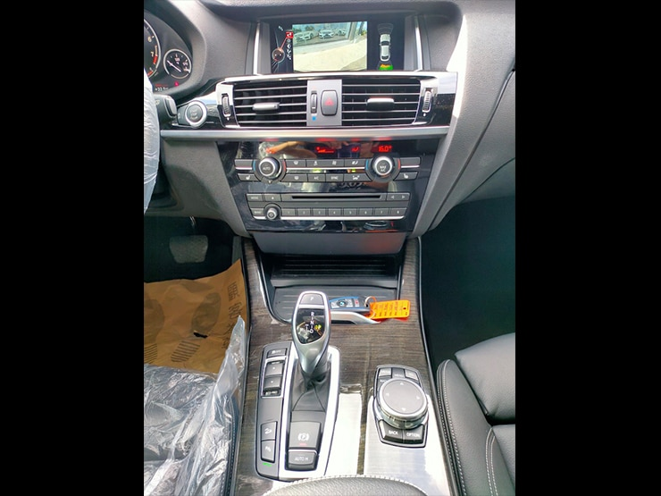 2016 BMW F26 X4 28i M-SPORT套件 抬頭顯示器 碳黑金屬色