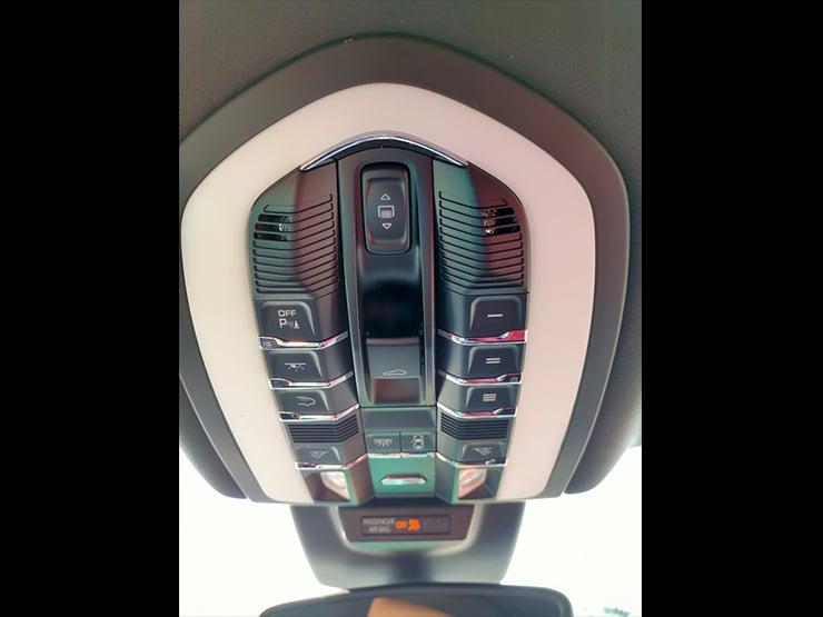 2017 Porsche Macan Lite Package 紅皮椅 + 動態轉向頭燈 + 盲點警示 + BOSE音響 白色