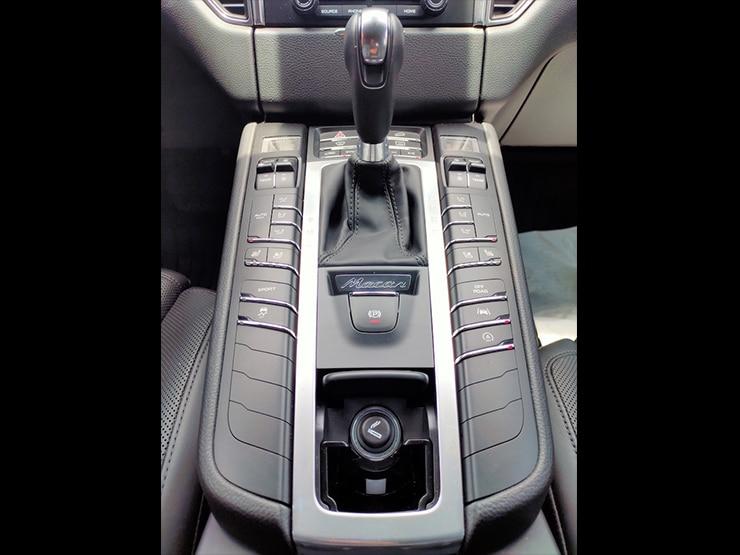 2018 Porsche Macan Lite Package 跑車計時套件 + 動態轉向頭燈 + BOSE音響 黑色